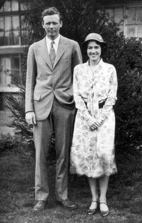 Charles Lindbergh z żoną. Słynny lotnik, któremu porwano i zabito syna