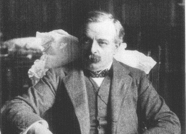 """Jak zapisał brytyjski polityk David Lloyd George, europejskie narody """"prześlizgnęły się nad krawędzią wrzącego kociołka wojny bez śladu lęku czy refleksji""""."""