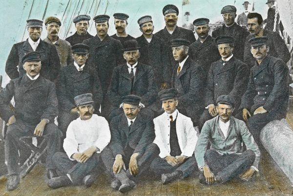Aby wyprawa na biegun się powiodła liczył się nie tylko sprzęt, ale i odpowiednio dobrana załoga. Na ilustracji członkowie jednej z ekspedycji Amundsena.