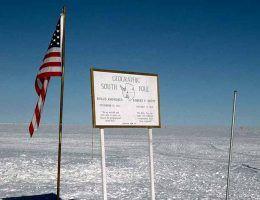 Biegun południowy to najbardziej wysunięty na południe punkt na Ziemi. Dla śmiałków, którzy zdecydowali się go zdobyć okazał się lodowym piekłem.
