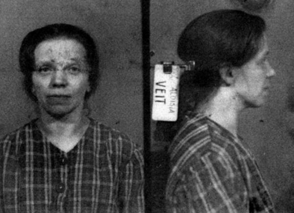 Ciepiąca na schizofrenię Aloisii Veit nie miała co liczyć na współczucie ze strony kuzyna.
