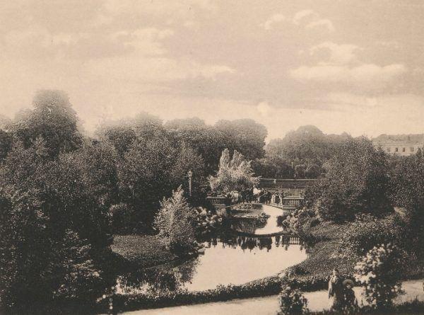 Park Ujazdowki w Warszawie. Fotografia z drugiej dekady XX wieku