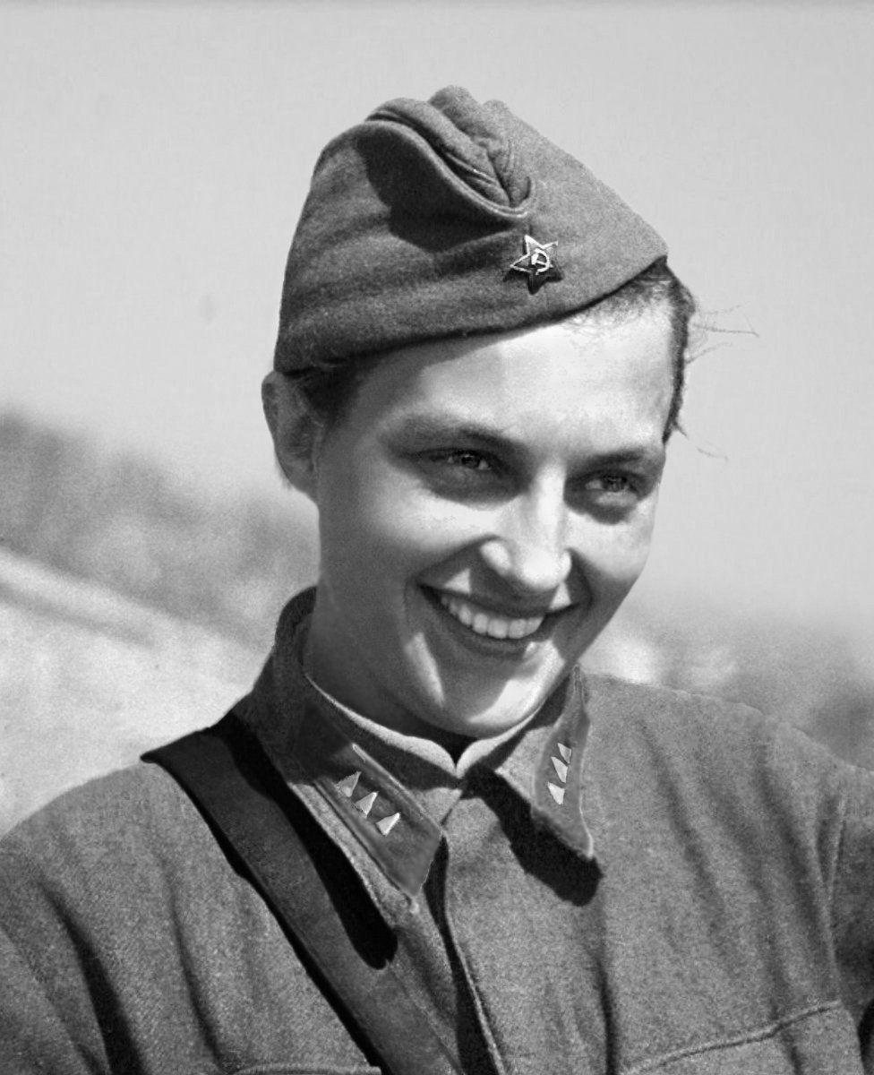 """Pawliczenko twierdziła, że do momentu upadku Odessy zabiła """"187 faszystów"""". Jednak za swoje rzekome dokonania nie została w żadnej sposób nagrodzona. Daje to do myślenia, skoro odznaczenia otrzymywali wtedy nawet kucharze czy artyści frontowych brygad."""