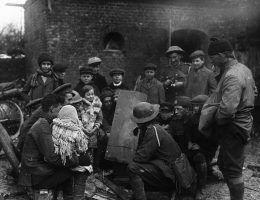 Opowiadanie historii pełniło podczas wojen funkcję terapeutyczną. Dziś często opowiada się właśnie o wojnie.