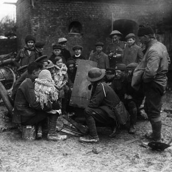 Opowiadanie historii pełniło podczas wojen funkcję terapeutyczną. Dziś często opowiada się właśnie o wojnie i jej okrucieństwach.