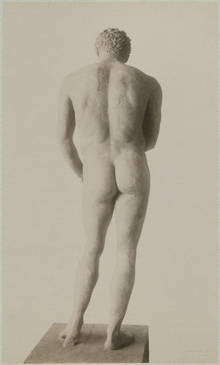 Statua młodzieńca, koniec XIX wieku.