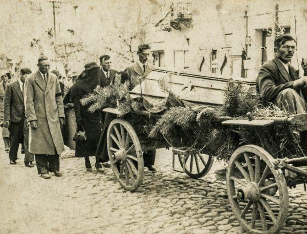 Wiejski kondukt pogrzebowy w latach 30. Ilustracja poglądowa