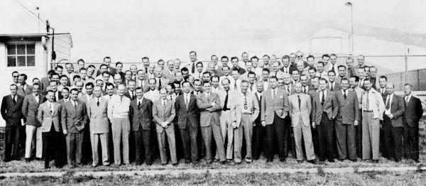 Operacja Paperclip została przeprowadzona przez amerykańskie służby specjalne w końcowym okresie i po zakończeniu wojny. Jej celem było przerzucenie do USA czołowych niemieckich naukowców (na zdjęciu 104 z nich w 1946 roku).