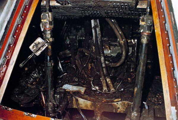 Jeden z testów przedstartowych Apolla kosztował życie trzyosobową załogę statku. Na zdjęciu zwęglone resztki wnętrza kabiny Apollo 1.