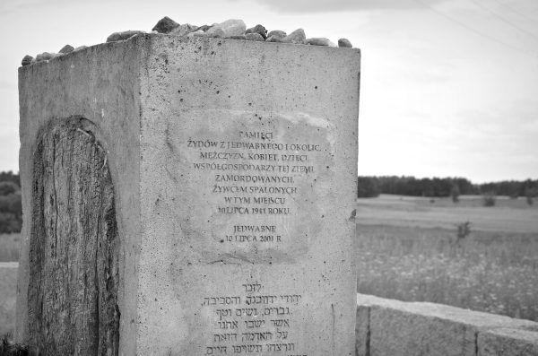 Sprawa zbrodni w Jedwabnem do dziś wzbudza kontrowersje. Nic nie jest jednak czarno-białe. Wśród Polaków podczas wojny byli zarówno bohaterowie, jak i zwykli mordercy.