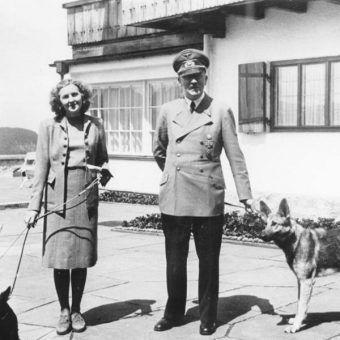 Ewa Braun i Hitler (fot. Bundesarchiv, B 145 Bild-F051673-0059, lic. CC-BY-SA)