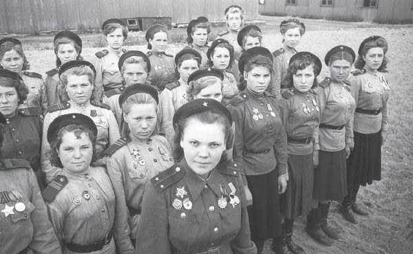 Pluton radzieckich snajperek (fot. materiały prasowe wydawnictwa Znak Horyzont)
