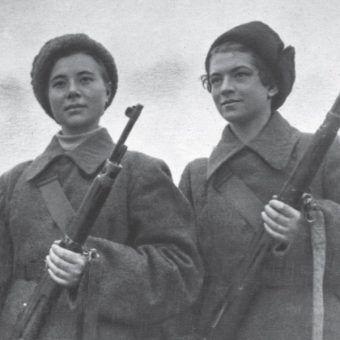 Snajperki Masza Poliwanowa i Natasza Kowszowa. Obie zginęły na froncie (fot. materiały prasowe wydawnictwa Znak Horyzont)