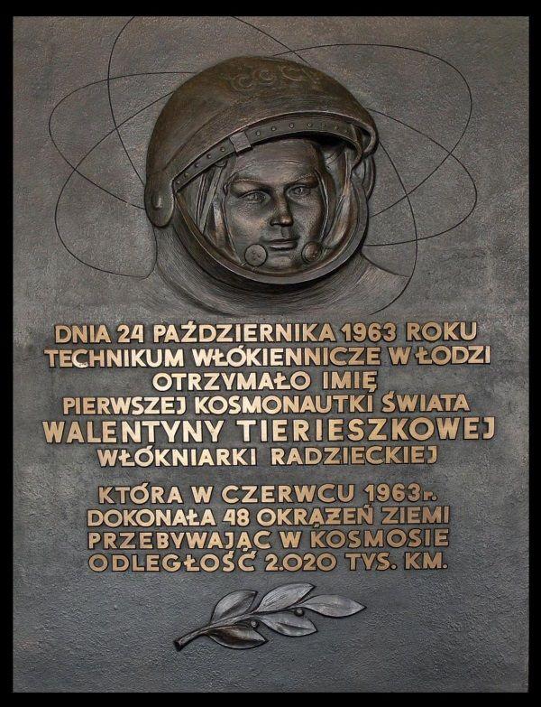 Tablica pamiątkowa ku czci Walentyny (fot. Lightj, lic. CCA SA 3.0 U)