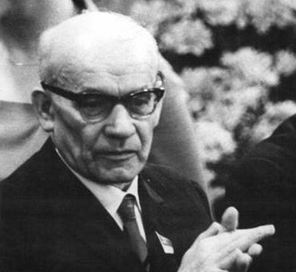 """Władysław Gomułka przyczynił się do rozpowszechnienia epitetu """"syjonista""""."""