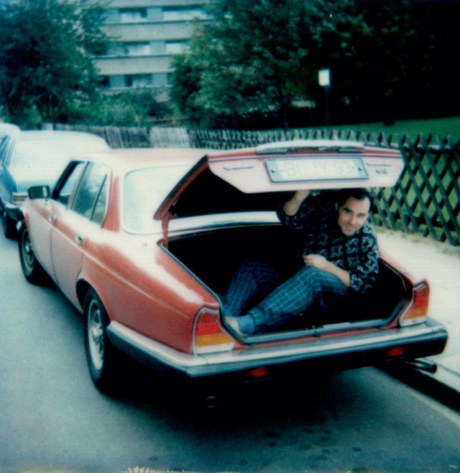 """Źródłem dużych zarobków dla wielu mafiosów był handel zagranicznymi samochodami. Zdjęcie z książki """"Spowiedź Nikosia zza grobu""""."""