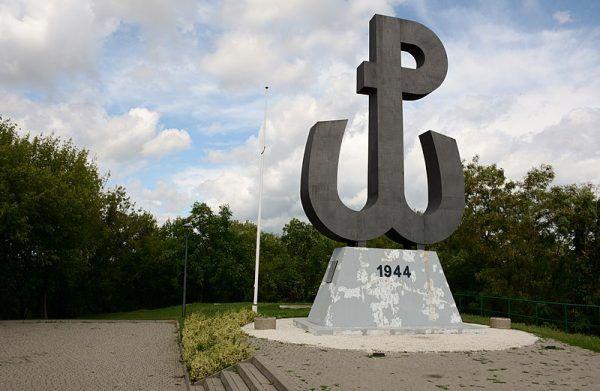 """Na Czerniakowie terror siał gang samozwańczego kapitana """"Sępa""""."""