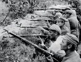 Bitwa pod Kostiuchnówką. Spieszony 1 Pułk Ułanów Legionów Polskich w okopach (fot. domena publiczna)