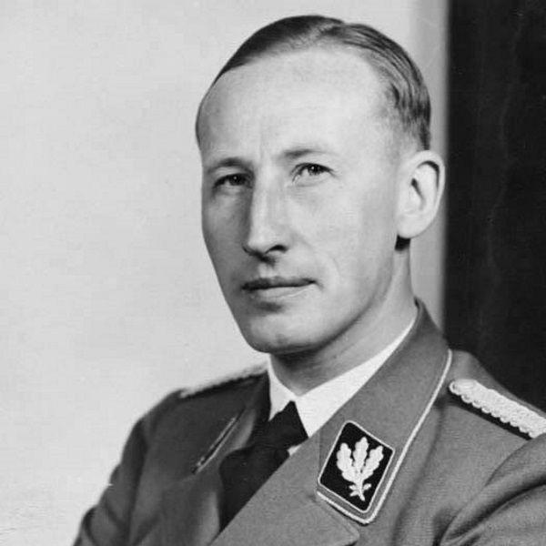 Heydrich, 1940 rok (fot. Bundesarchiv, Bild 146-1969-054-16, Hoffmann, Heinrich, lic. CC-BY-SA 3.0)