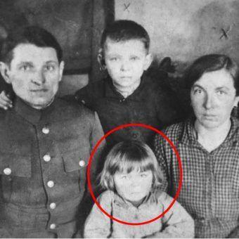 Na zdjęciu Stefan i Stanisława Bojko wraz z dziećmi Rozalią i Edwardem. Z rzezi wołyńskiej ocalała tylko dziewczynka (fot. materiały prasowe wydawnictwa Znak Horyzont)