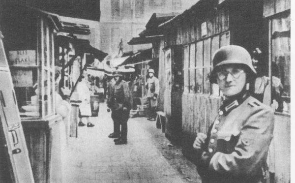 Część zdobytych przez siebie drobiazgów agenci sprzedawali na warszawskim targowisku - Kercelaku.
