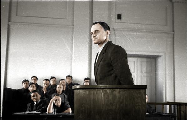 Po wojnie ks. Antoni Czajkowski nie zrezygnował z działalności patriotycznej. Gdy UB aresztowało siatkę Pileckiego, i on znalazł się wśród zatrzymanych. Na zdjęciu Witold Pilecki w trakcie procesu.