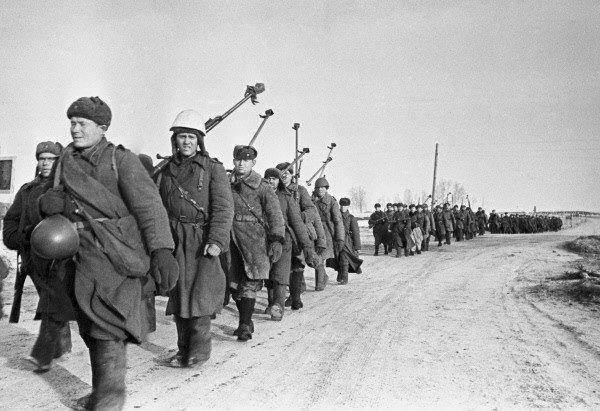 Oddziały Armii Czerwonej często przedstawiały widok zgoła niezwykły. Do Siedlec wkraczały na saniach. Zdjęcie poglądowe.