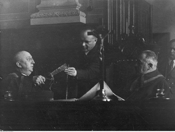 Skład sędziowski w procesie Rity Gorgonowej. Fotografia z 1932 roku