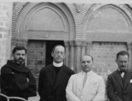 We wrześniu 1939 roku, Polacy zostali zmuszeni do walki z Niemcami. Wśród zwykłych żołnierzy znaleźli się i duchowni pełniący funkcje kapelanów wojskowych.