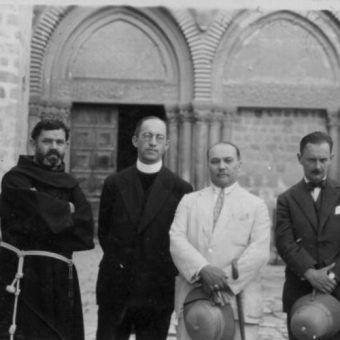 We wrześniu 1939 roku Polacy zostali zmuszeni do walki z Niemcami. Wśród zwykłych żołnierzy znaleźli się i duchowni, pełniący funkcje kapelanów wojskowych.
