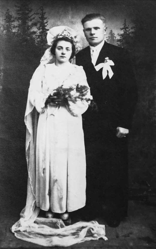 W1946 roku ocalała z masakry Alfreda wyszła za mąż. (fot. materiały prasowe wydawnictwa Znak Horyzont)