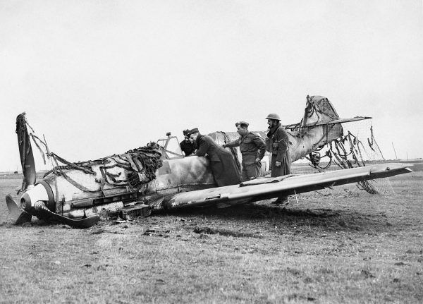 W trakcie bitwy o Anglię Luftwaffe straciła ponad 1700 samolotów. Na zdjęciu zestrzelony Messerschmitt Bf 109.