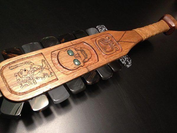 Na wyposażeniu wojowników azteckich była broń zwana Macuahuitl.