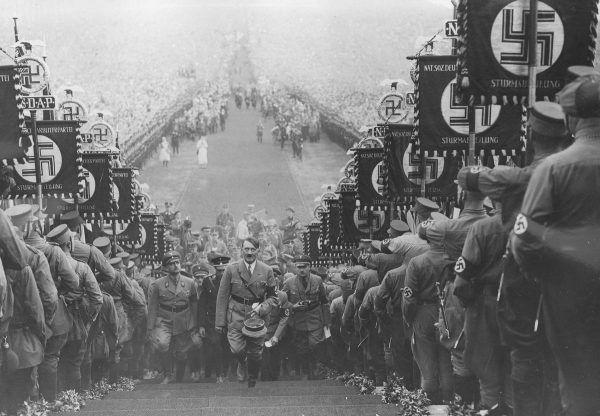 """Ledwie Hitler doszedł do władzy, a już narodowi socjaliści przyjęli prawo, które miało służyć """"oczyszczaniu"""" narodu."""
