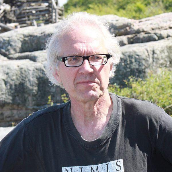 Po publikacji dwunastu karykatur Mahometa na łamach duńskiej gazety w 2005 roku, Al-Kaida wydała wyrok śmierci na ich autora Larsa Vilksa.