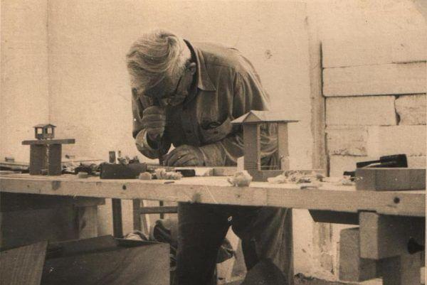 Jankiel Wiernik, jeden z uciekinierów z Treblinki, po zakończeniu wojny stworzył makietę obozu.