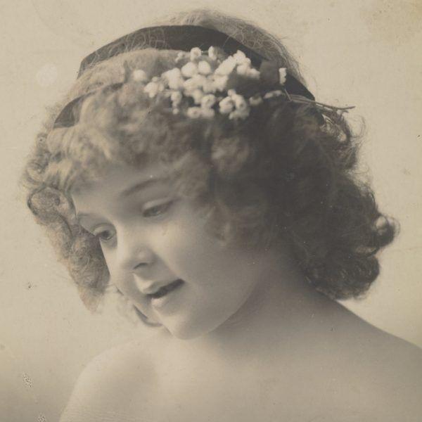 Portret anonimowej dziewczynki. Druga dekada XX wieku
