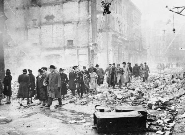 Zniszczenia spowodowane niemieckim nalotem na Londyn.