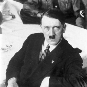 Adolf Hitler (fot. Bundesarchiv, Bild 102-12922, lic. CC-BY-SA 3.0)