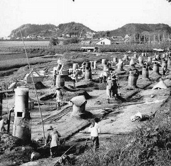 Eksperyment, polegający między innymi na wytapianiu stali w przydomowych ogródkach, skończył się największą klęską głodu w XX stuleciu.
