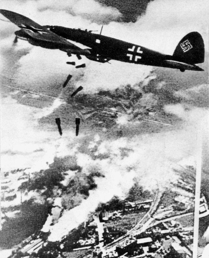 W wyniku niemieckich bombardowań w Warszawie podczas wojny zginęło aż 90 000 ludzi.