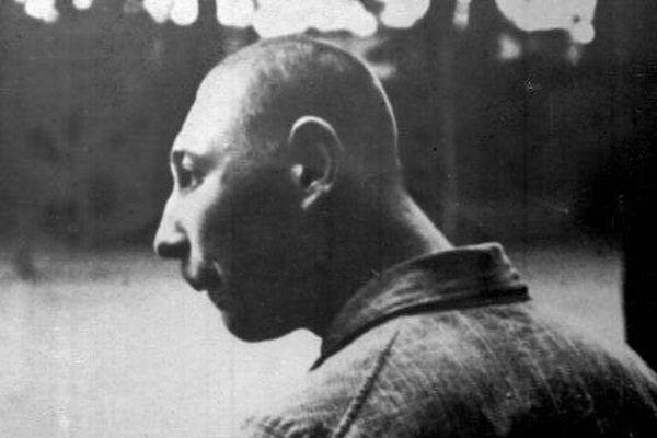 """Przywódcy III Rzeszy uważali, że """"niegodne życia"""" były między innymi osoby z problemami psychicznymi. Na zdjęciu pacjent jednego z niemieckich zakładów psychiatrycznych."""