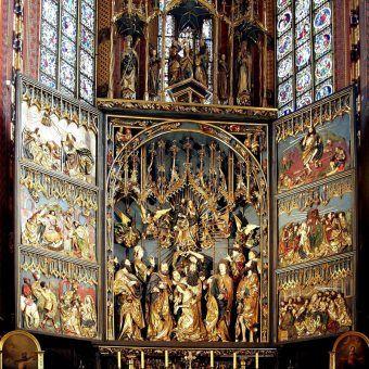 Wśród dzieł sztuki, które starano się ukryć przed Niemcami był między innymi ołtarz z Kościoła Mariackiego w Krakowie.