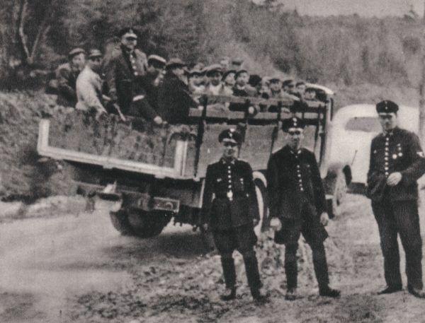 Ronicy z województwa krakowskiego, przygotowani na wywózkę na roboty przymusowe.