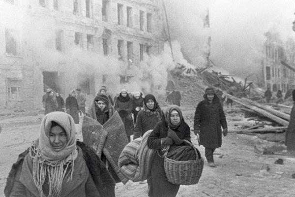 Podczas blokady Leningradu wielu mieszkańców nie tylko utraciło dach na głową, ale miało problem z wyżywieniem.