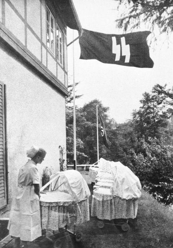 """Aby zwiększyć dzietność Lebensborn miał zająć się kojarzeniem """"aryjskich"""" par."""