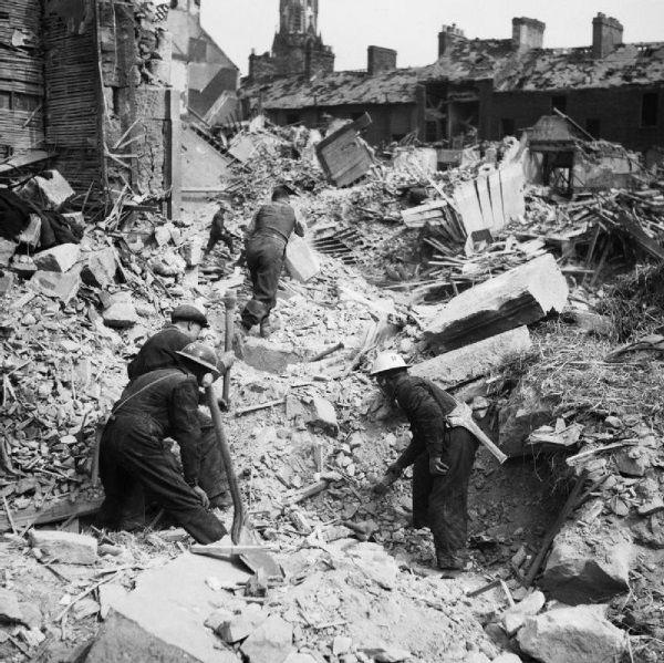 Skutki nalotu na Belfast (fot. domena publiczna)