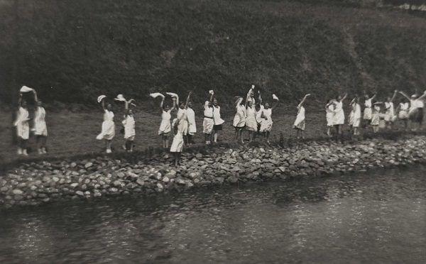 Uczennice Szkoły Kolonialnej dla Dziewcząt w Rendsburg (fot. domena publiczna).