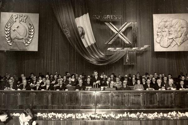 """""""Nie ma w Rumunii miejsca dla kobiet, które nie są matkami!"""" - grzmiał z mównicy Ceauşescu do swoich partyjnych towarzyszy i towarzyszek."""