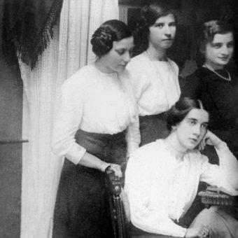 Członkinie Związku Strzeleckiego ze Lwowa. Widać między innymi przyszłą wywiadowczynię Marię Rychterównę). Zdjęcie wykonane w 1912 roku.